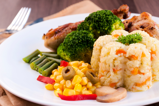 Diet yang sehat kaya apa sih ? berat badan ideal berapa buat cewek usia 20 ?